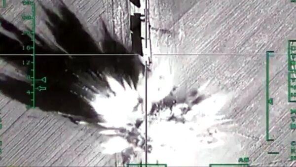 Zniszczenie przez rosyjskie lotnictwo wojskowe w Syrii obiektów infrastruktury terrorystów PI w regionie Aleppo - Sputnik Polska