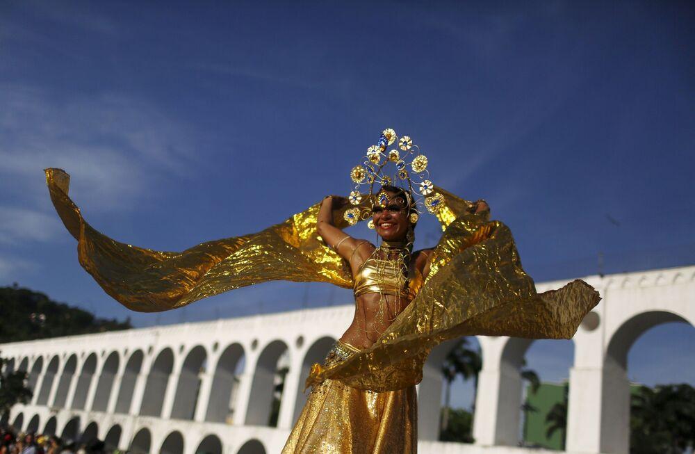Dziewczyna podczas corocznej imprezy Cordao do Boitata w Rio de Janeiro