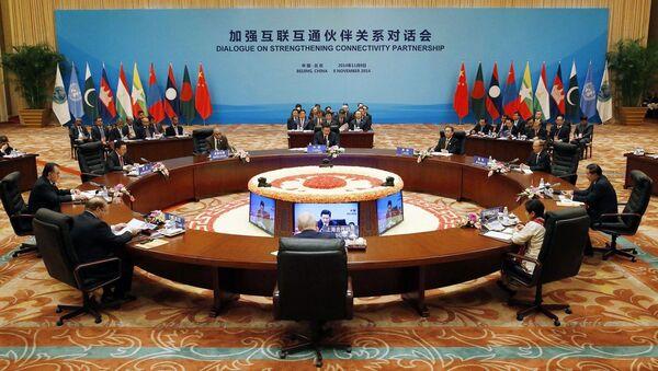 Prezydent Chin Xi Jinping mówi o zainwestowaniu 40 miliardów dolarów w Nowy Jedwabny Szlak - Sputnik Polska