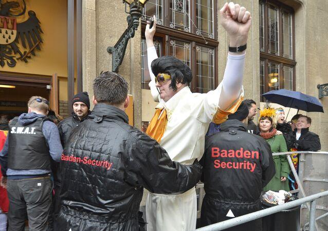 Policja podczas karnawału w Niemczech