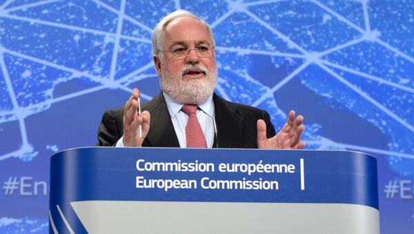 Komisarz ds. działań w dziedzinie klimatu i energii Miguel Arias Cañete - Sputnik Polska