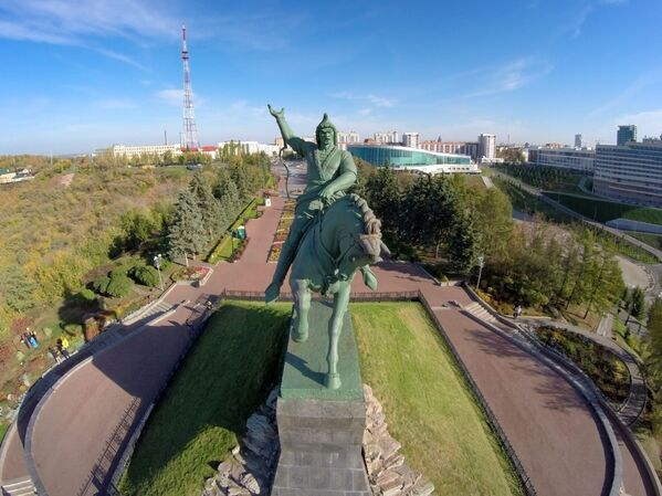 Pomnik baszkirskiego bohatera narodowego i poety Saławata Jułajewa w Ufie - Sputnik Polska