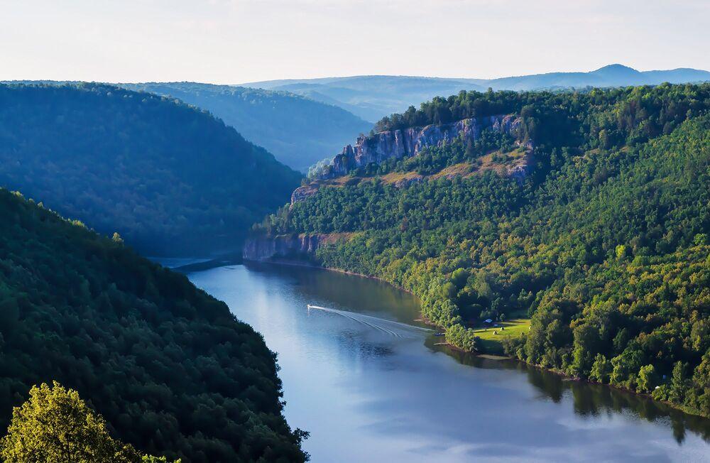 Sokolina góra i rzeka Nugusz w Baszkortostanie