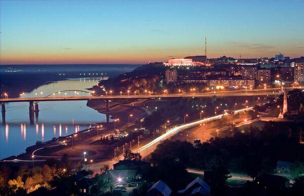 Nocny widok na rzekę Biełaja w Ufie - Sputnik Polska
