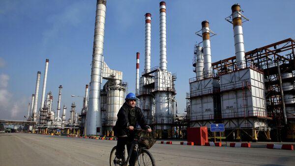 Wydobycie ropy w Iranie - Sputnik Polska
