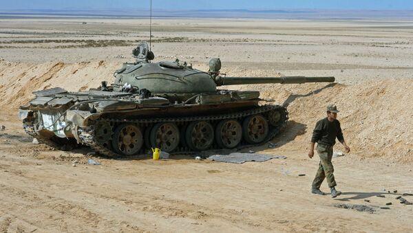 Syryjski żołnierz na pozycjach bojowych w rejonie miasta Palmira - Sputnik Polska