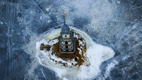 Dzwonnica soboru św. Mikołaja, zalana przez wody utworzonego w 1939 Zbiornika Uglickiego - Sputnik Polska