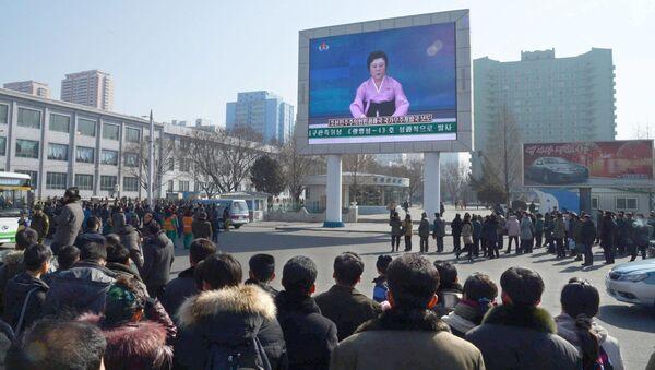Mieszkańcy Korei Północnej na placu w Pjongjangu - Sputnik Polska