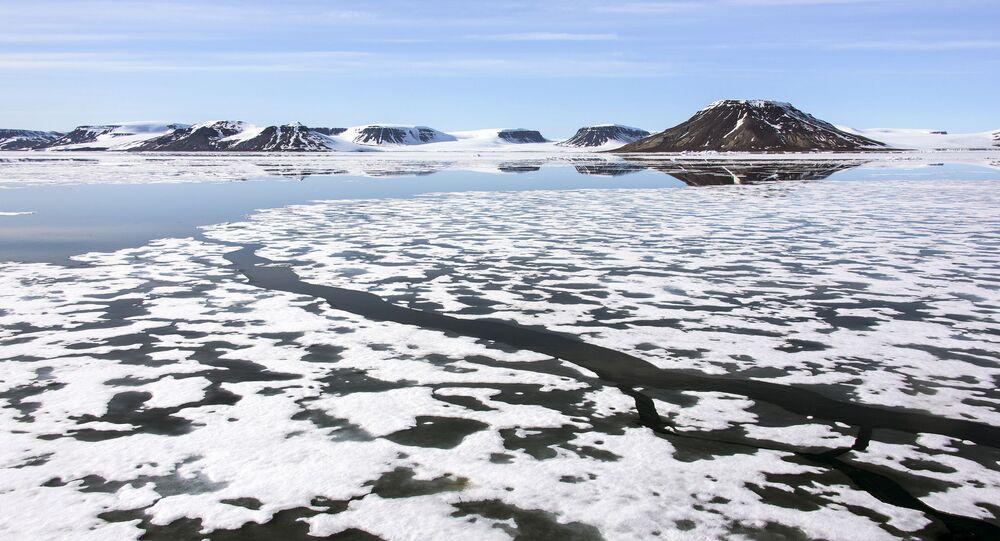 Pejzaż arktyczny w rejonie archipelagu Ziemia Franciszka Józefa