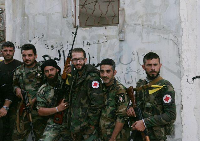 Powstańcy z oddziału ochotniczego Syryjskiej Partii Socjal-Nacjonalistycznej w wiosce Gmam w prowincji Latakia