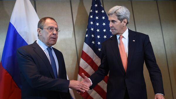 Rosyjski minister spraw zagranicznych Siergiej Ławrow i sekretarz stanu USA John Kerry w Monachium - Sputnik Polska