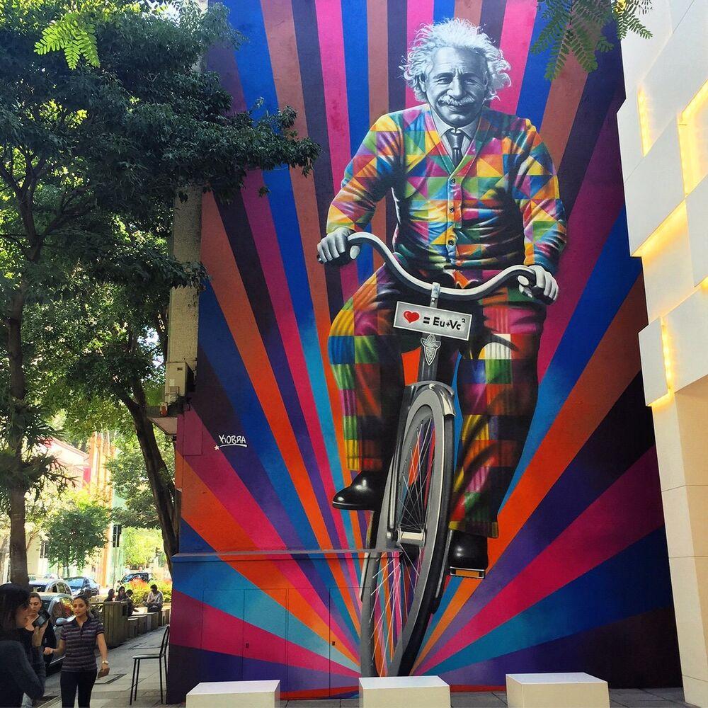 Geniusz jedzie na rowerze