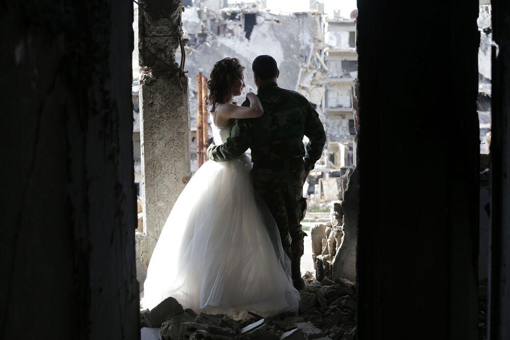 Sesja ślubna w zburzonym Himsie, Syria