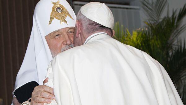 Patriarcha Moskwy i całej Rusi i papież Franciszek w czasie rozmów w jednej z sal na lotnisku międzynarodowym Hawany - Sputnik Polska