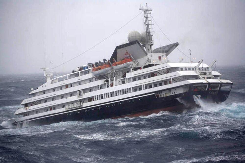 Statek turystyczny Cleila w сieśninie Drake'a