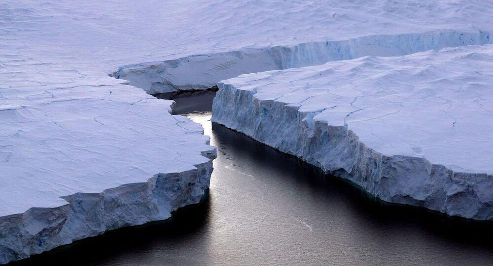 Lód przy wybrzeżu Knoxa na Antarktydzie