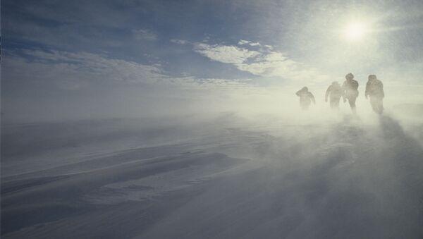 Huraganowy wiatr na wybrzeżu Antarktydy - Sputnik Polska