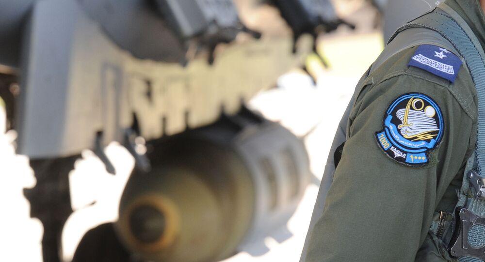 Saudyjski pilot przy myśliwcu F-15