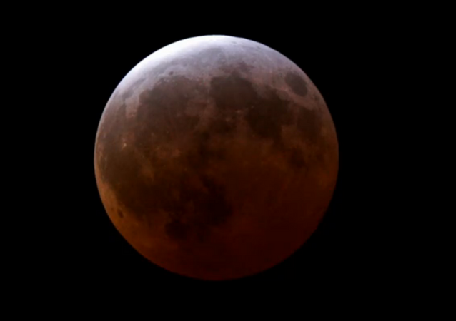Zaćmienie Księżyca 4 kwietnia 2015, obserwatorium astronomiczne Griffith, USA