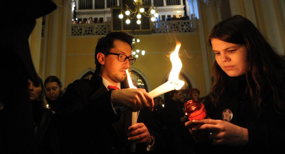 Rosyjscy katolicy na mszy wielkanocnej