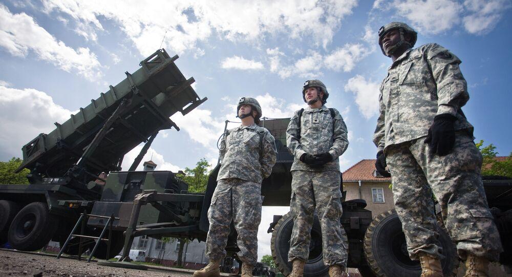 Amerykańscy żołnierze przy systemie rakietowym Patriot w bazie wojskowej Morąg w Polsce
