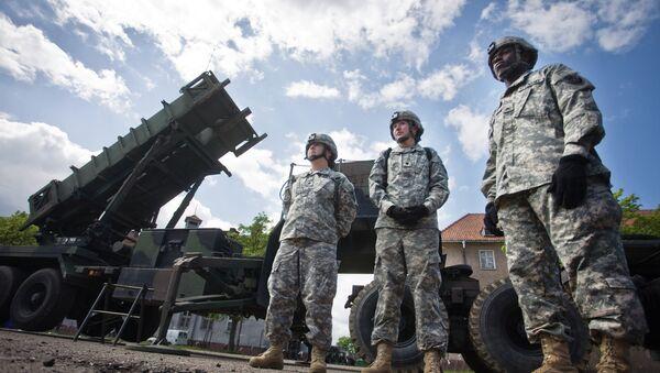 Amerykańscy żołnierze przy systemie rakietowym Patriot w bazie wojskowej Morąg w Polsce - Sputnik Polska