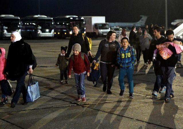 Rosjanie, których ewakuowano z Jemenu na lotnisku pod Moskwą