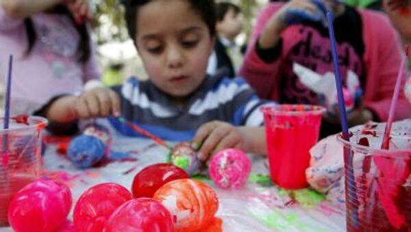 Chłopiec maluje jajka, Sydon (Liban), 4 kwietnia 2015 - Sputnik Polska