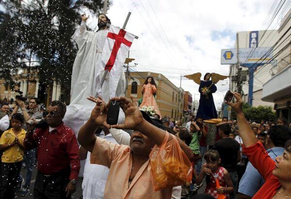 Uczęstnicy  procesji, Honduras - Sputnik Polska