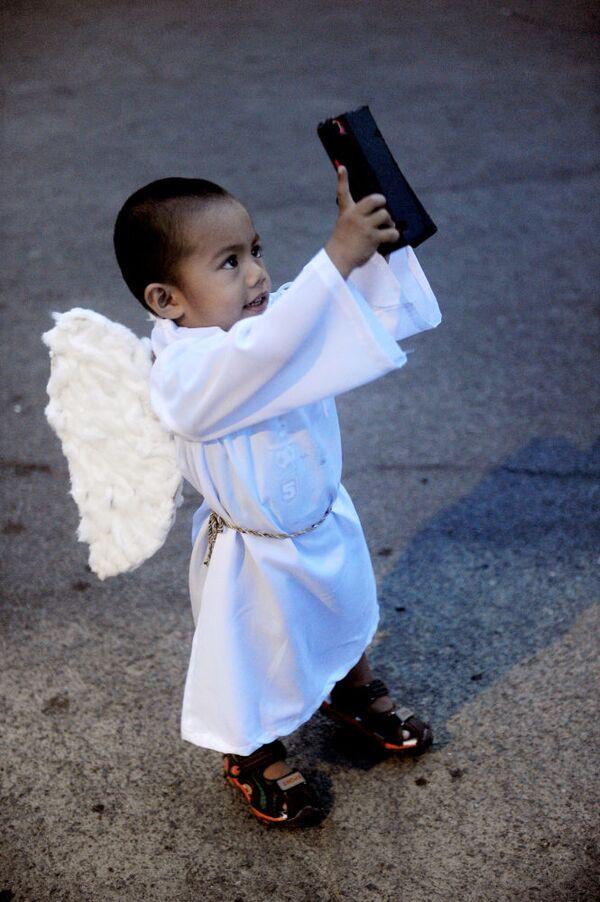 Dziecko w stroju anioła, Filipiny, 5 kwietnia 2015 - Sputnik Polska