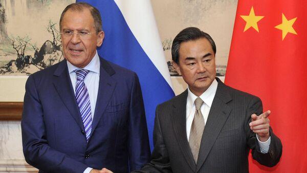 Ministrowie spraw zagranicznych Rosji i Chin Siergiej Ławrow i Wang Yi - Sputnik Polska