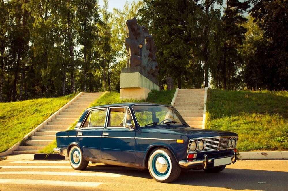 Samochód WAZ-2103