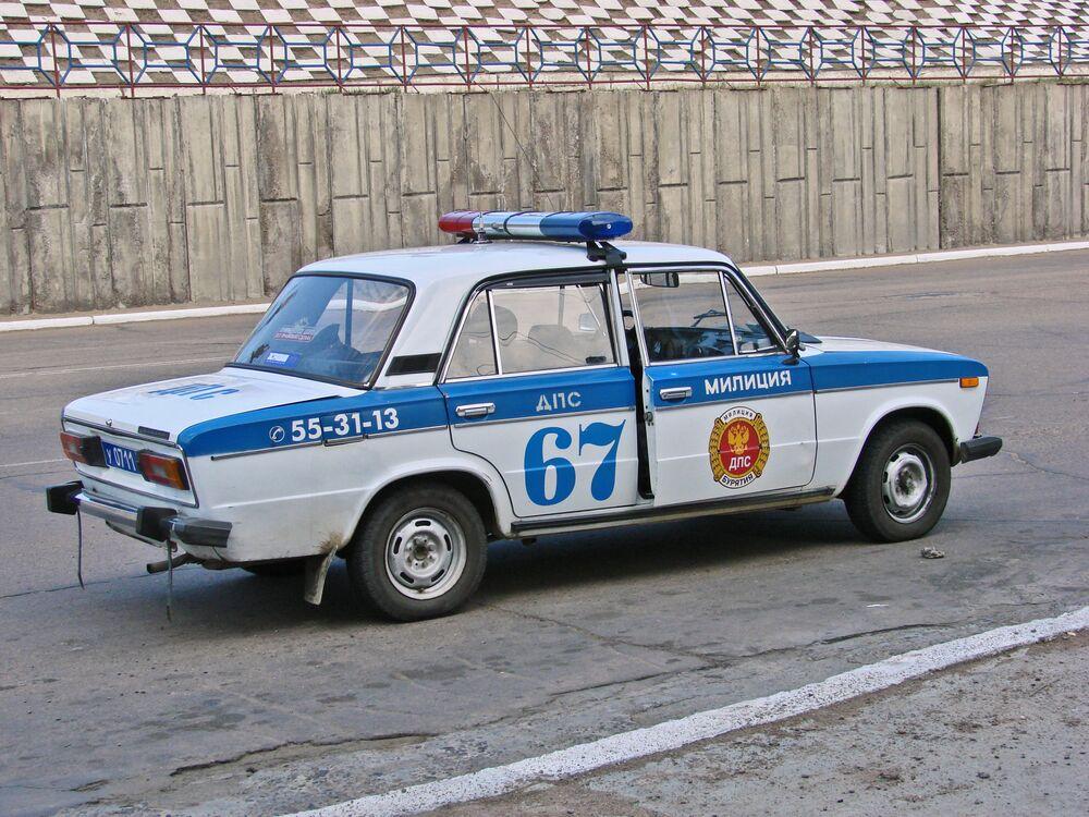Samochód policyjny WAZ-2106 we Władywostoku