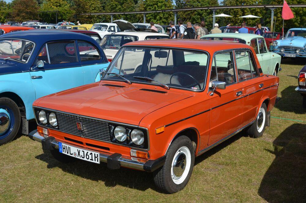Samochód WAZ-2106 Lada-1600 na targach w Europie