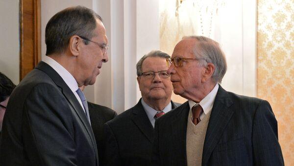 Szef MSZ Rosji Siergiej Ławrow i były senator USA Sam Nunn - Sputnik Polska