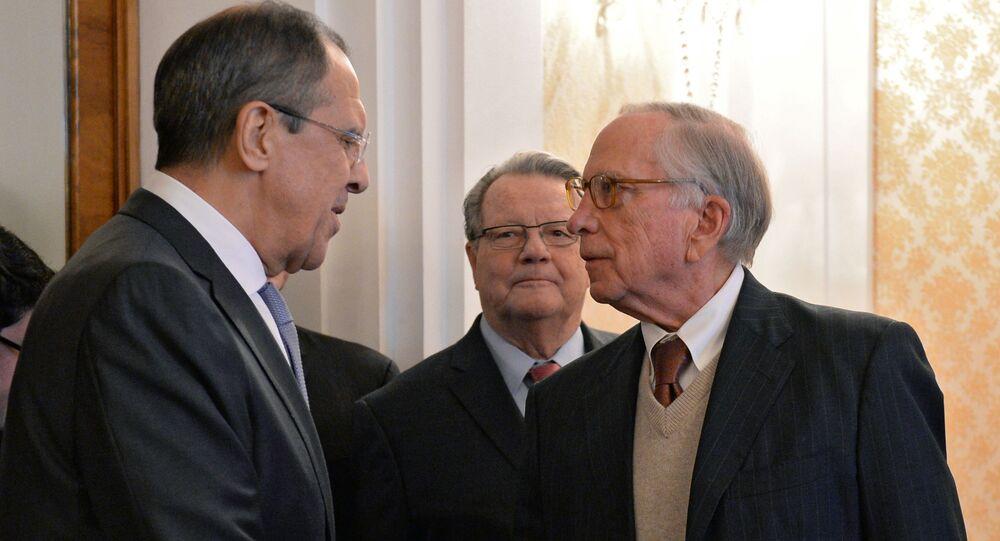 Szef MSZ Rosji Siergiej Ławrow i były senator USA Sam Nunn