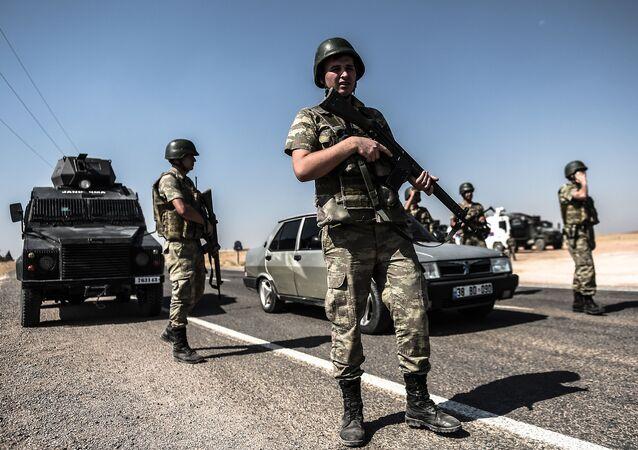 Tureccy żołnierze na granicy z Syrią