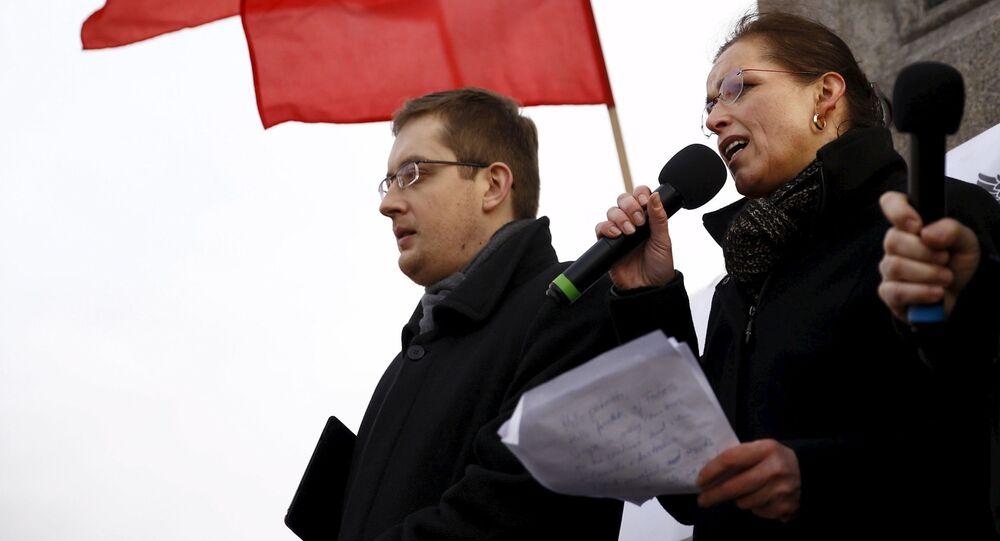Robert Winnicki z Tatjaną Festerling, jedną z liderów PEGIDA na manifestacji antymifracyjnej w Warszawie 6 lutego 2016
