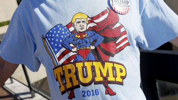 Koszulka z kandydatem na prezydenta USA Donaldem Trumpem - Sputnik Polska