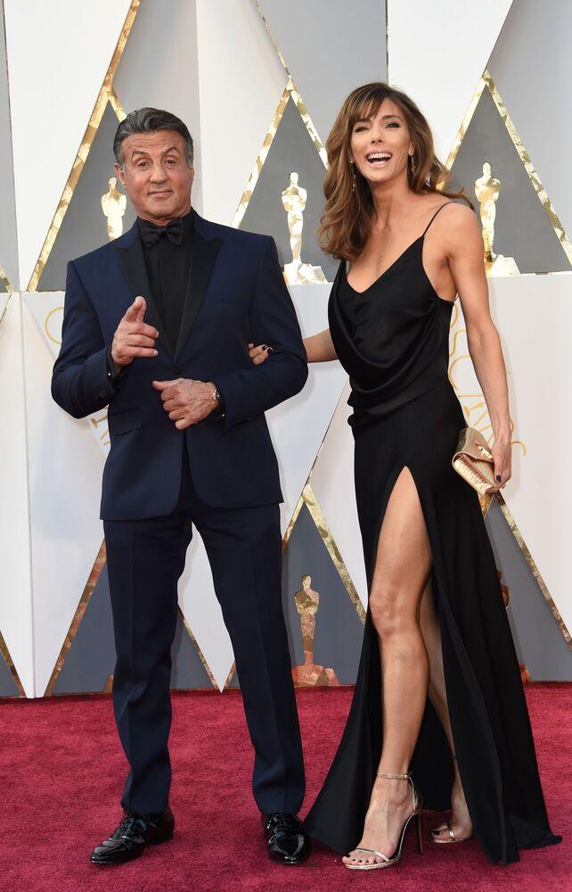 Aktorzy Sylvester Stallone i Jennifer Flavin przed 88. ceremonią wręczenia Oscarów