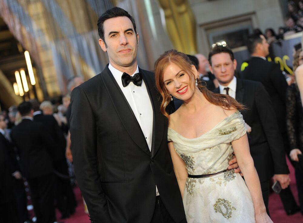 Amerykański aktor Sacha Baron Cohen z żoną Isla Fisher podczas 88. ceremonii wręczenia Oscarów
