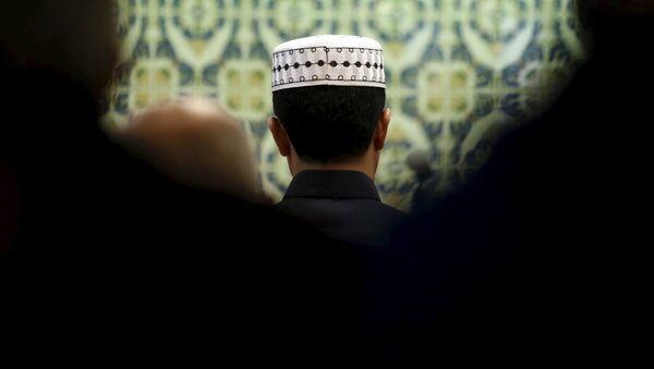Modlący się muzułmanie - Sputnik Polska