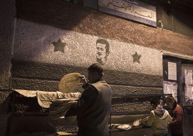 Mieszkańcy Damaszku przed jedną z piekarni