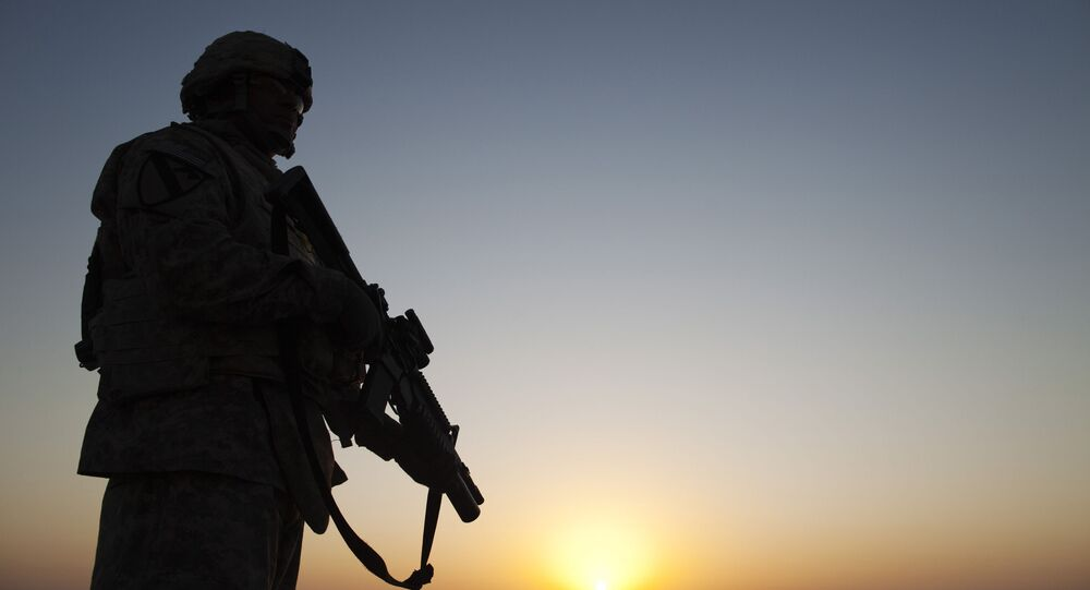 Amerykański żołnierz na bazie w Iraku