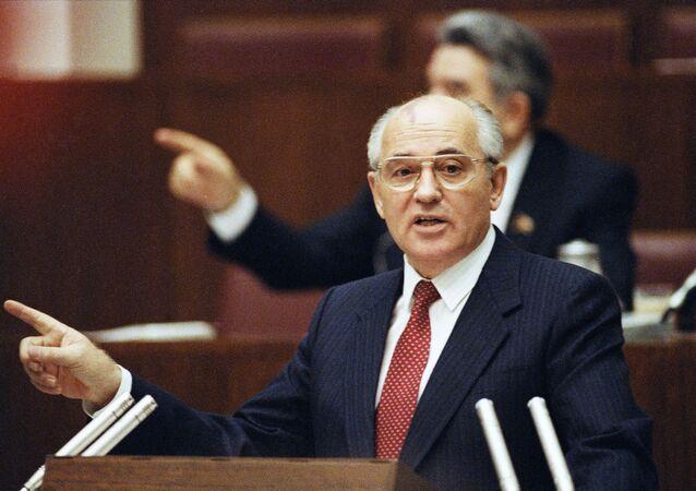 Michaił Gorbaczow, Moskwa 1990 r.