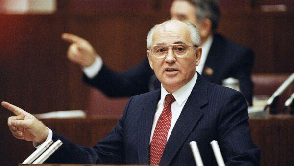Michaił Gorbaczow, Moskwa 1990 r. - Sputnik Polska