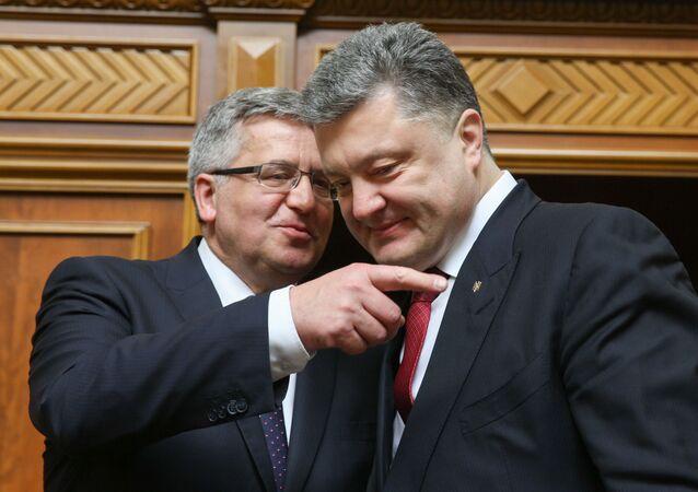 Prezydent Ukrainy Piotr Poroszenko i prezydent Polski Bronisław Komorowski podczas posiedzenia Rady Najwyższej Ukrainy, 9 kwietnia 2015