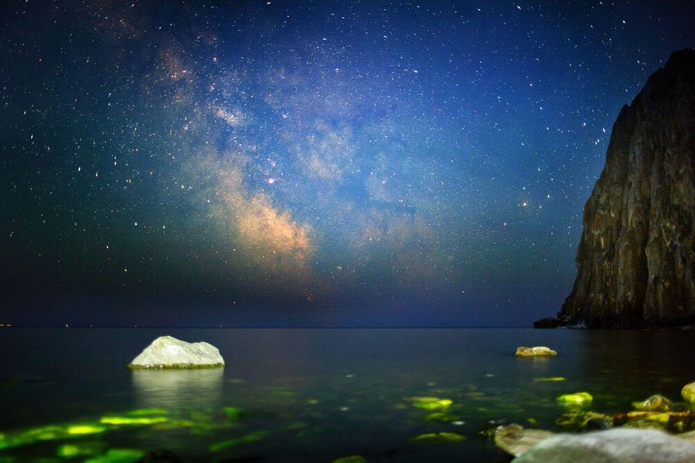 Gwieździste niebo nad jeziorem Bajkał