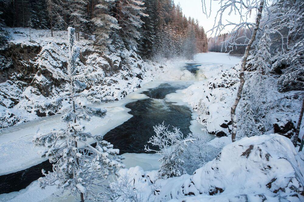 Wodospad Kiwacz w Karelii, Rosja