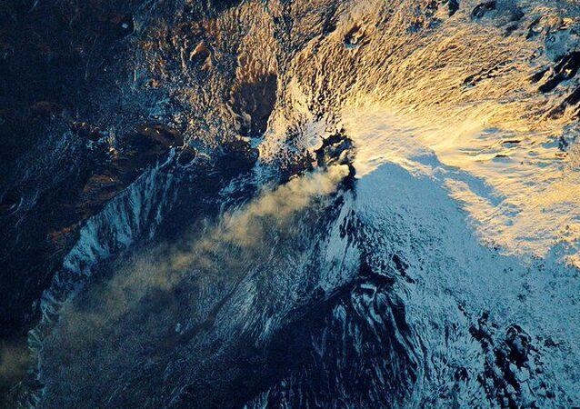 Zdjęcie wulkanu Etna, zrobione z kosmosu